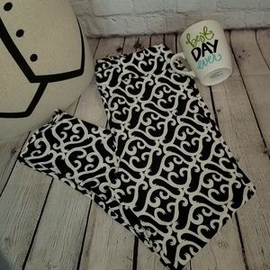 LuLaRoe Black and White scroll leggings TC2